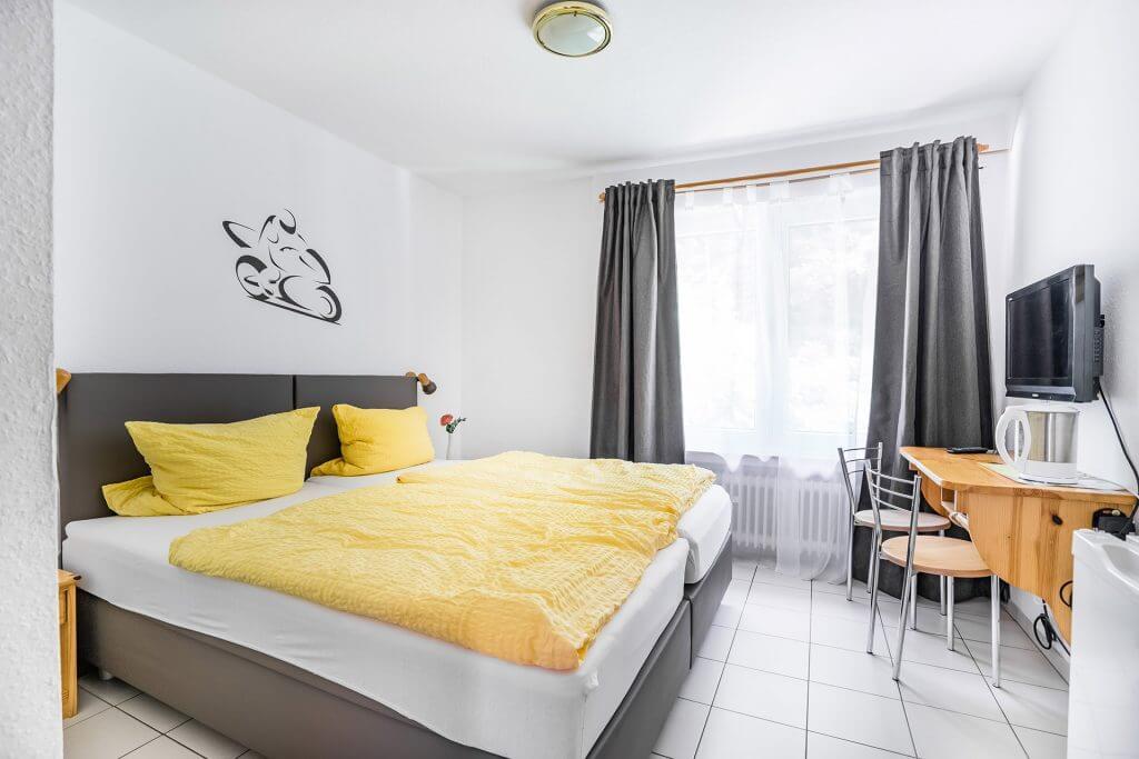 Ein- bis Zwei-Bett-Zimmer